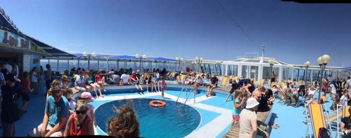 La piscine du ferry Corsica Ferries