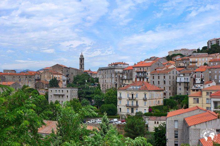 Le village de Sartène en Corse