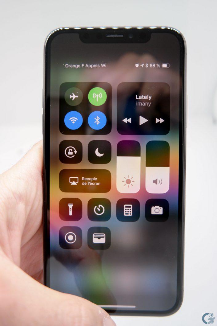 Le centre de contrôle sur l'iPhone X