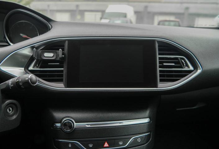 le Kenu Airframe+ dans une Peugeot 308