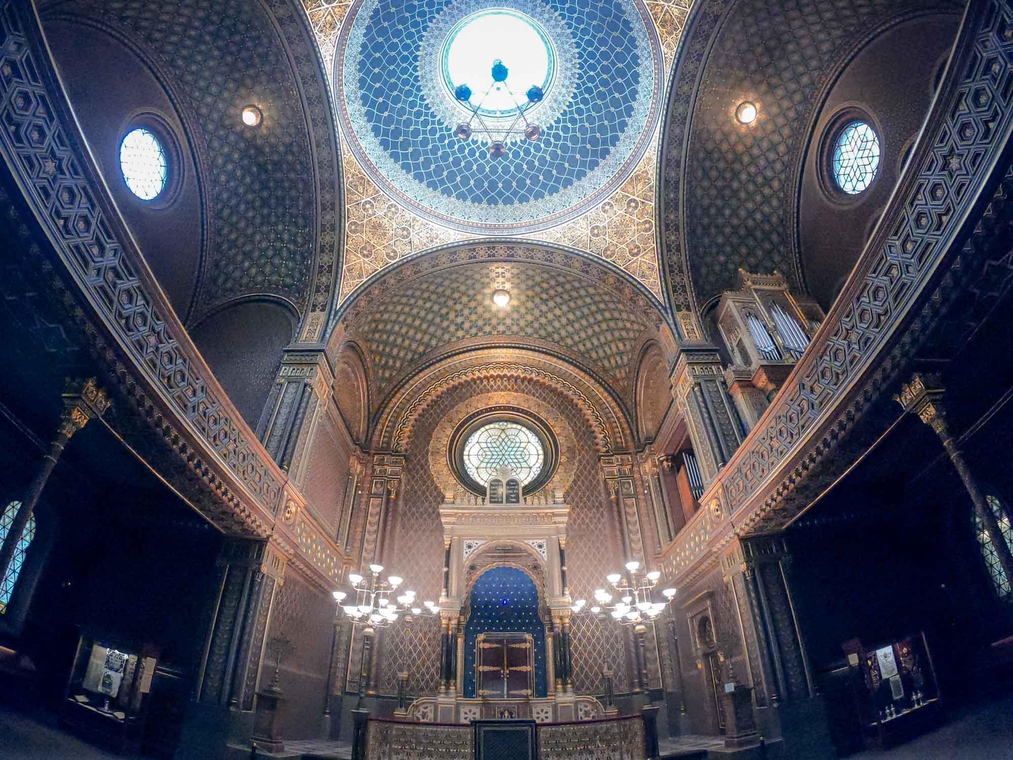 L'intérieur de la splendide synagogue espagnole de Prague