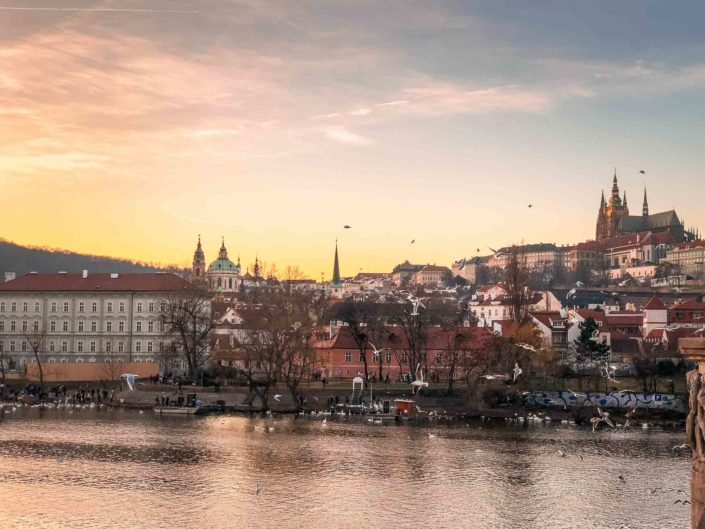 Coucher de soleil sur le château de Prague