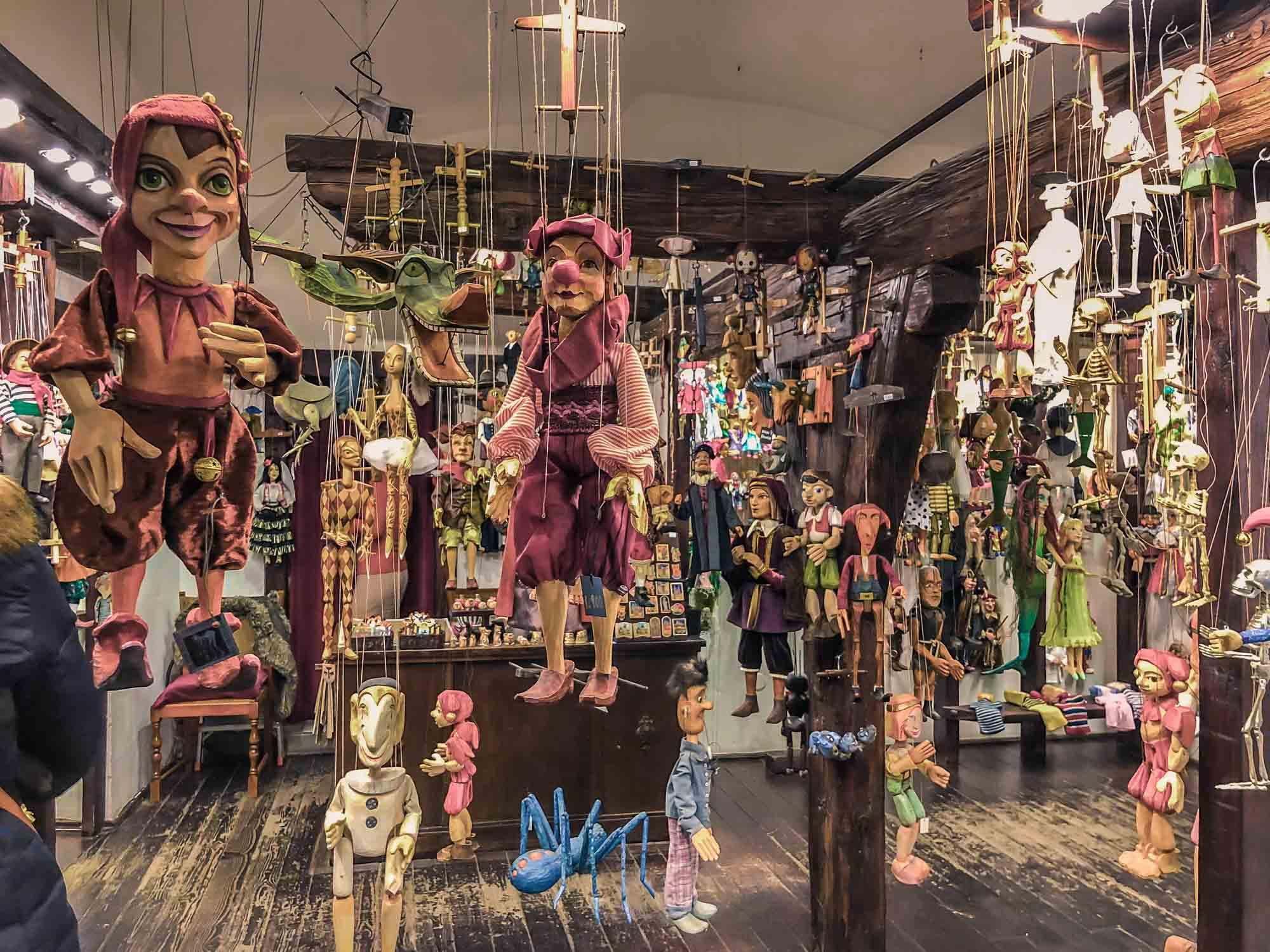 Boutique de pantins dans la Vieille Ville de Prague