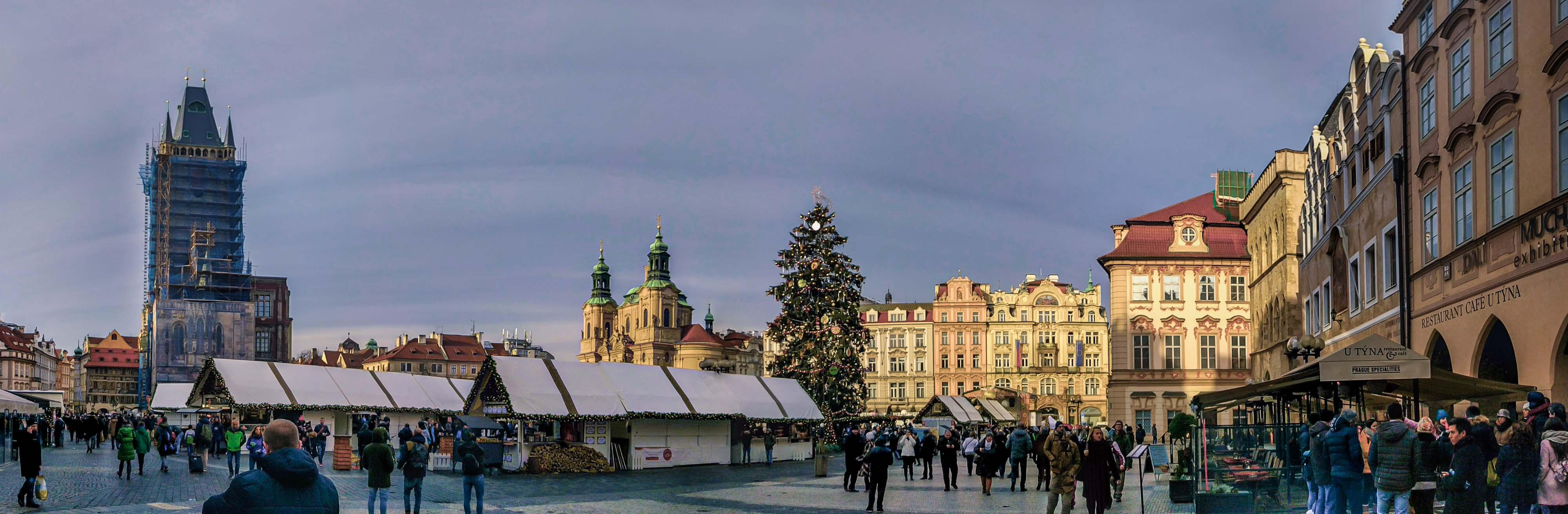 Panorama de la place de la Vieille Ville de Prague