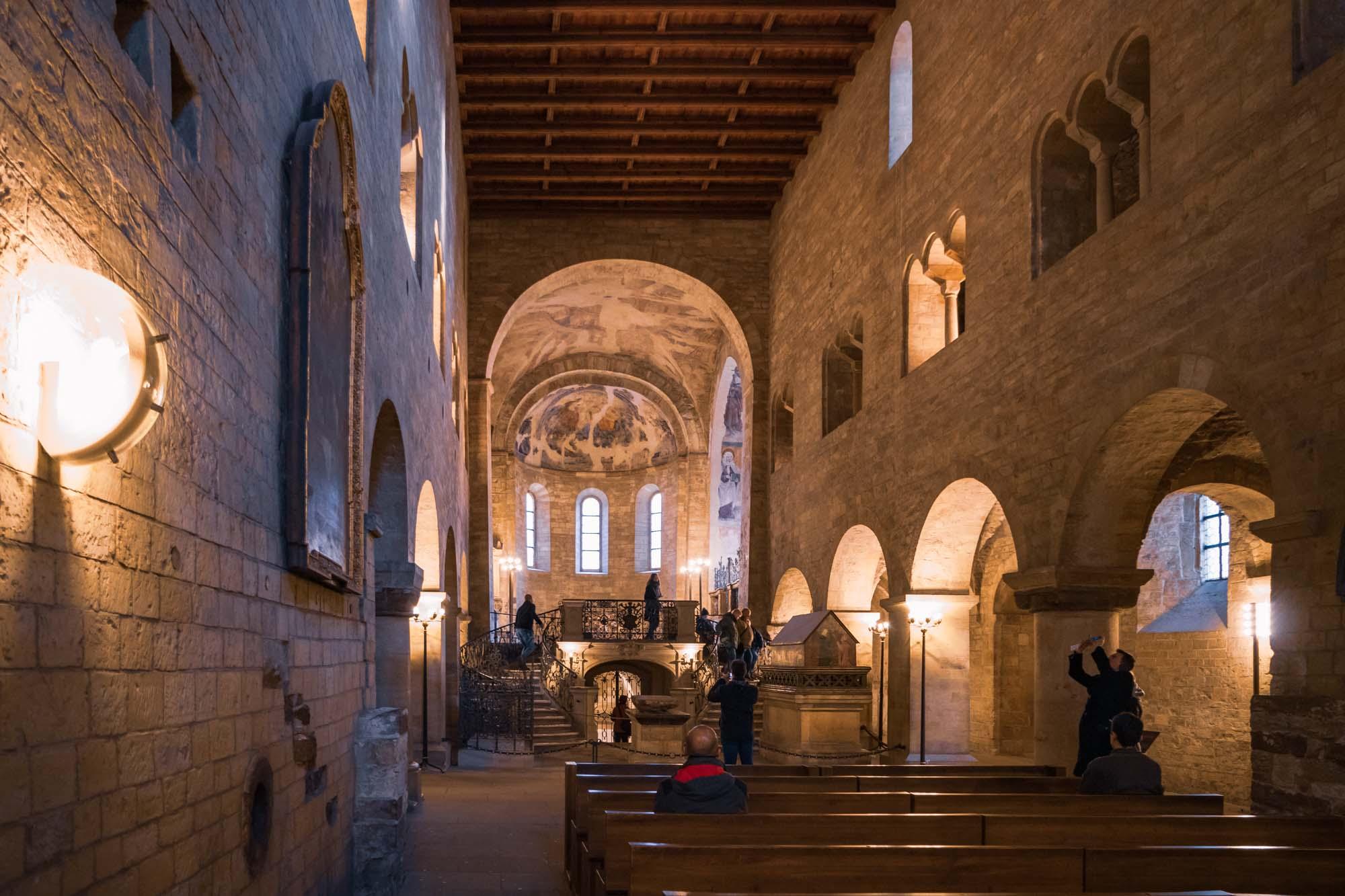 L'intérieur de la basilique Saint-Georges à Prague