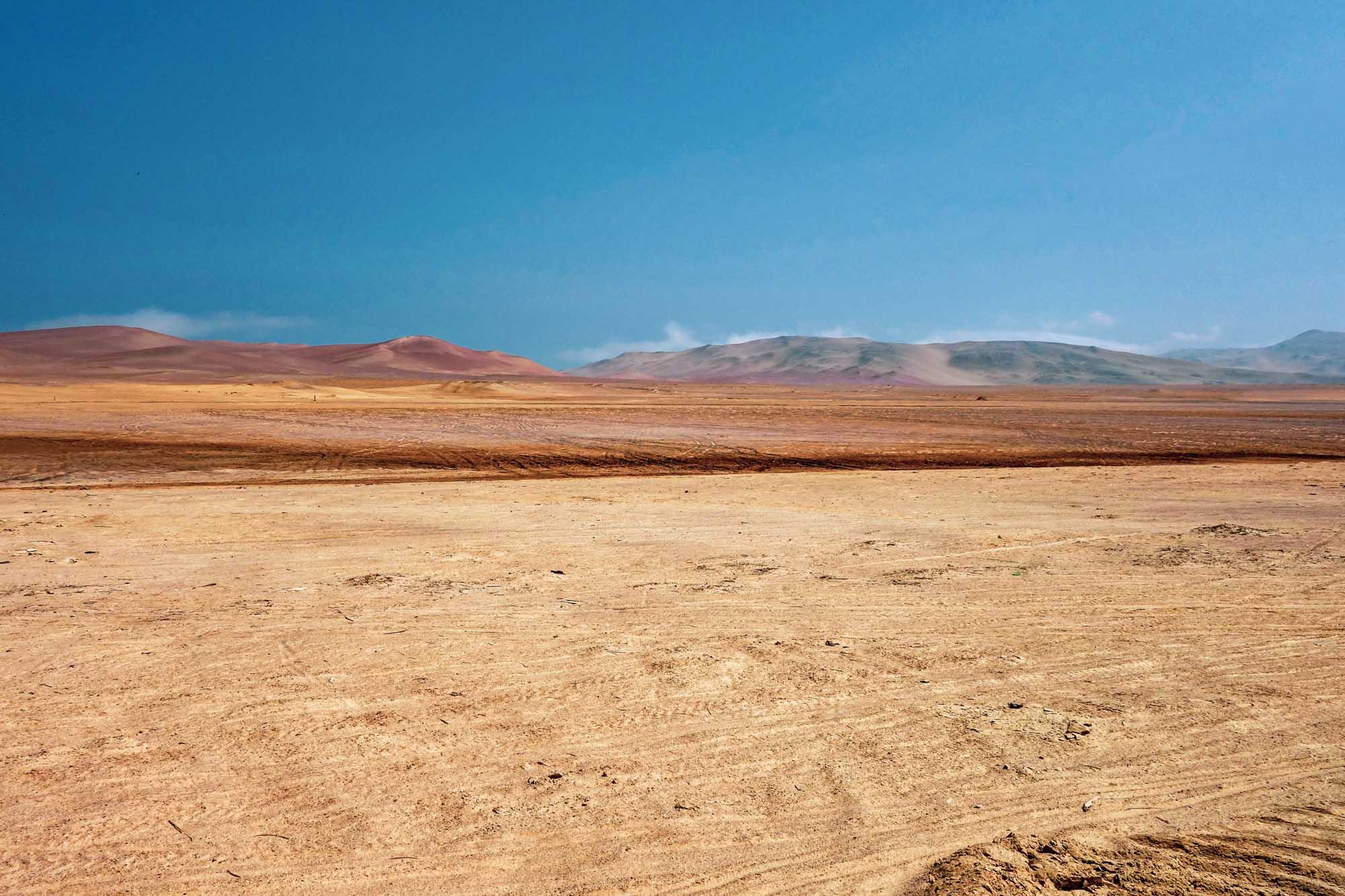 Les étendues désertiques de la réserve de Paracas au Pérou