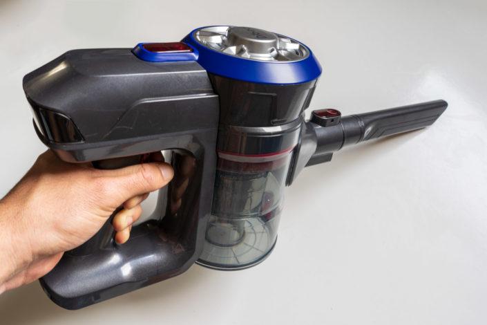 L'aspirateur sans-fil Dibea D18 en utilisation
